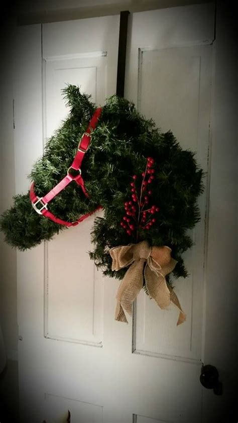 horse head wreath     chicken wire  christmas