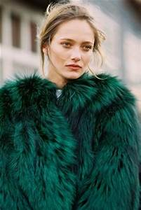 Fausse Fourrure Verte : 1000 images about fur photography on pinterest fur coats faux fur coats and fur fashion ~ Teatrodelosmanantiales.com Idées de Décoration