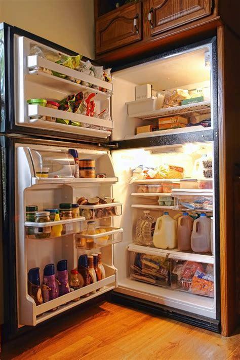 leaving  refrigerator door open   long forces  fridge  work harder