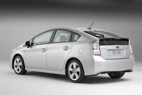 how to sell used cars 2010 toyota prius head up display toyota to sell old prius alongside 2010 model in japan