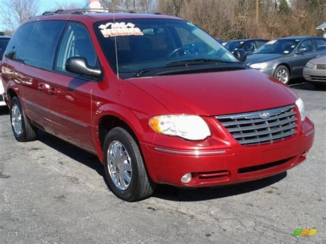 2005 Chrysler Town & Country Limited Exterior Photos