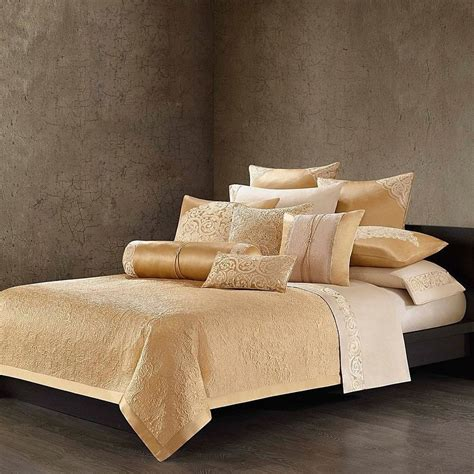 Natori Gobi Palace King Or Queen Coverlet, Gold (na131615
