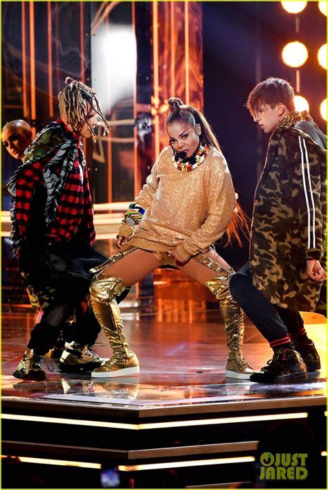 Billboard Icon janet jackson performs  medley   hits  billboard 817 x 1222 · jpeg