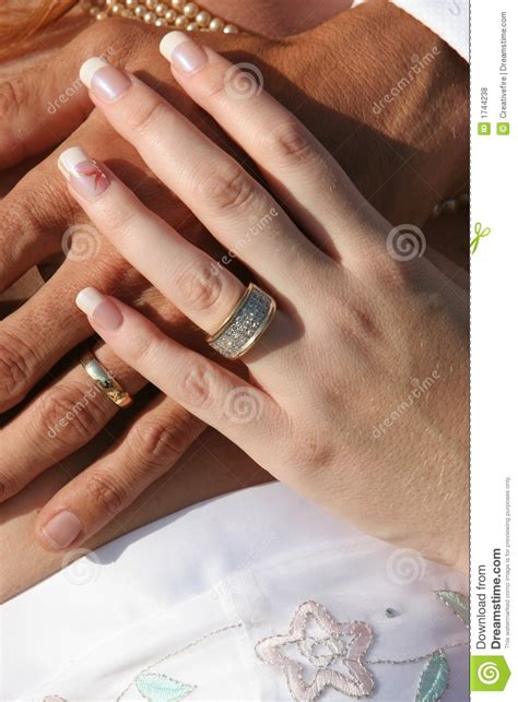 Wedding Couple - Hands And Rings Stock Photo - Image of