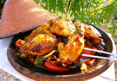 cuisiner avec un tajine en terre cuite tajine de poulet aux légumes d 39 été la recette facile par