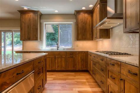 knotty oak kitchen cabinets 1000 ideas about knotty alder kitchen on 6673