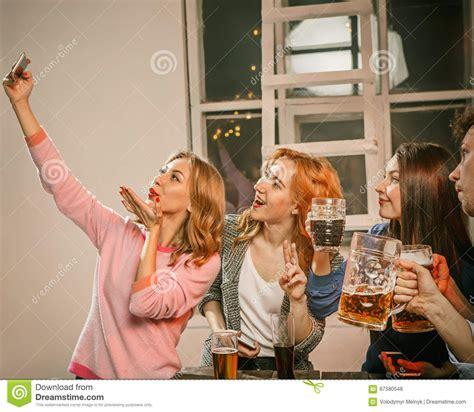 foto di donne fanno la doccia gruppo di ragazze degli amici fanno la foto selfie