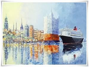 Hamburger Skyline Mit Philharmonie Und Queen Mary 2