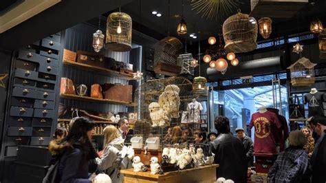 The Harry Potter Shop at Platform 9¾ - Vêtements et ...