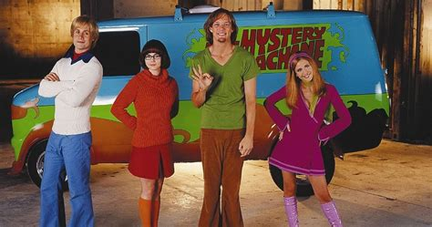scooby doo mystery machine leads police   high speed