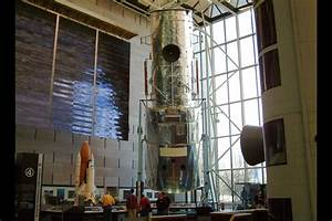 Hubble Space Telescope specifications and photos