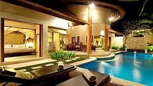 Maison luxueuse vue depuis le jardin piscine lit enorme ...