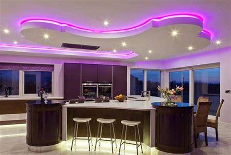 futuristic bedroom set with suspended 38 idées originales d 39 éclairage indirect led pour le plafond