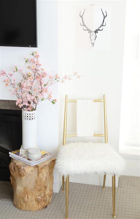 chaise dorée 10 façons de faire passer un objet de banal à fabuleux