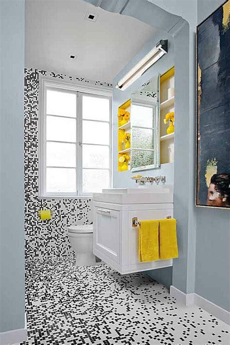black white and yellow bathroom ремонт на баня как да направим банята да изглежда 22787