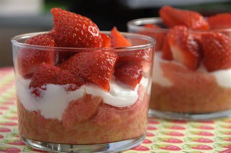 dessert avec biscuit de reims verrine fraise rhubarbe biscuits roses de reims les petits plats de gwendoline