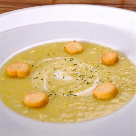 cuisine poireaux recette soupe aux poireaux et pommes de terre cuisine