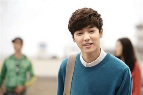 gaya rambut pria ala artis korea terbaru terpopuler