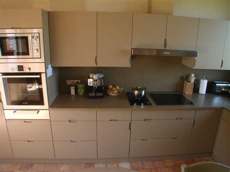 cuisine taupe et noir conception de cuisines sur mesure en normandie b2a