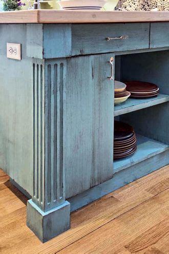 Fluted corner post detail: kitchen island     Around the