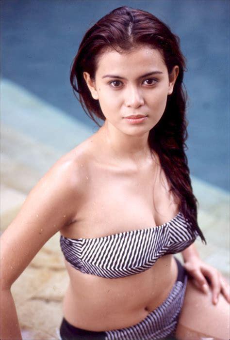Non nude Indonesian model Diana Putri