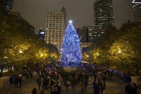 lighting   christmas tree  chicago