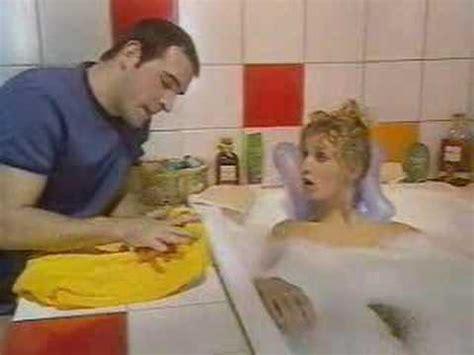 un gars une fille cuisine 1 un gars une fille dans la salle de bain a