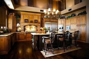 How to achieve the elegant tuscan style for your kitchen for Kitchen colors with white cabinets with tuscan wrought iron wall art