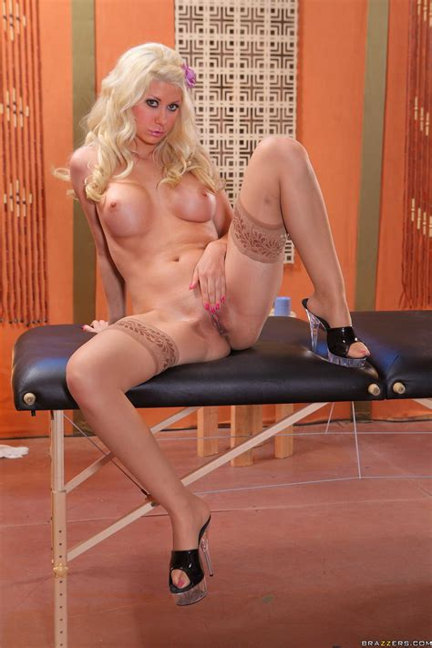 Wavy Haired Blonde Babe Jazy Berlin Poses In Beautiful