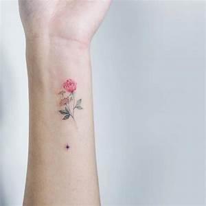 Rosen Tattoo Klein : kleine tattoos die 20 besten ideen gesammelt in atemberaubender galerie tattoos zenideen ~ Frokenaadalensverden.com Haus und Dekorationen