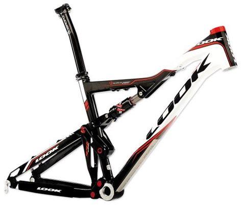 cadre vtt carbone 26 pouces cadre look vtt 996 26 noir blanc promo