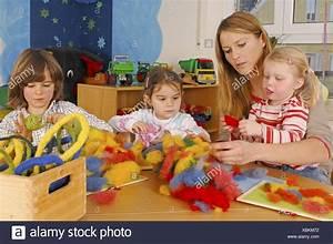 Thema Märchen Im Kindergarten Basteln : kindergarten erzieher kinder basteln m rchen wolle filz saiten menschen ~ Frokenaadalensverden.com Haus und Dekorationen