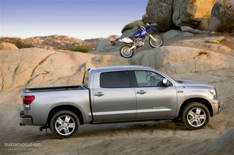 Including destination charge, it arrives with a manufacturer's suggested retail price (msrp) of. TOYOTA Tundra Crewmax specs & photos - 2006, 2007, 2008 ...