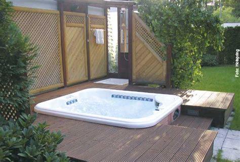 Whirlpool Im Garten Einlassen by Pool Im Boden Einlassen Das Kostet Ein Swimming Pool