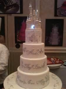 cake photos from the 2011 disney s tale weddings honeymoons bridal showcase disney - Disney Wedding Cakes