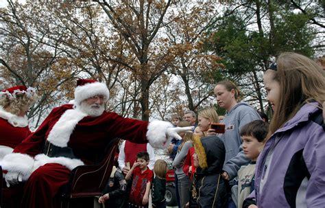 Santa Brings Holiday Cheer To Arnold Party > Us Air