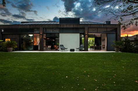 Modern Houses : Tasteful Modern House In Auckland, New Zealand
