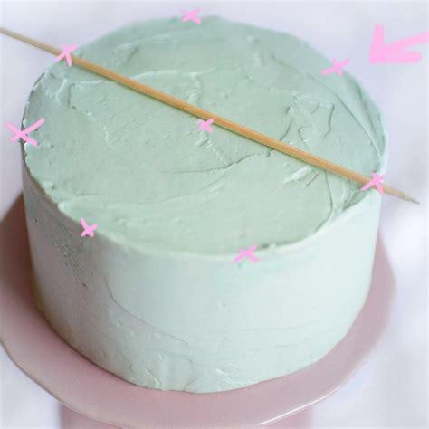 torten verzieren mit spritzbeutel anleitung zum torten verzieren und dekorieren mit buttercreme cake decoration buttercreme