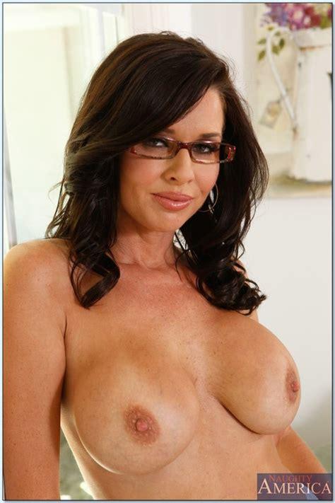 Lovely Milf Veronica Avluv In A Hot Striptease Busty Vixen