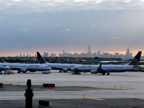 100 united airlines hubs united to throttle in
