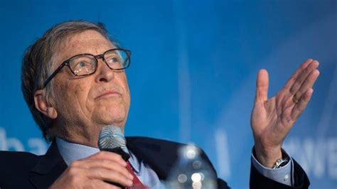 Why Bill Gates prefers an Android phone over an iPhone ...