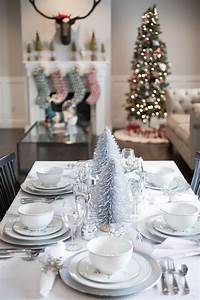Setting, Up, The, Christmas, Table, Decorations