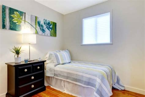decorating  small bedroom  simple tips