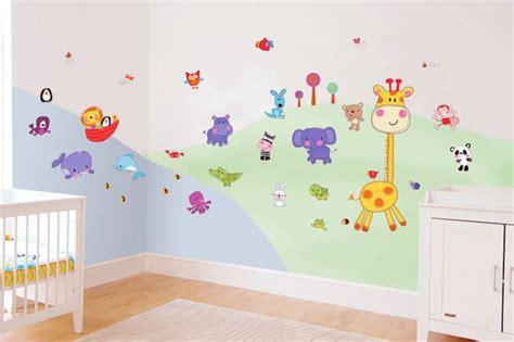 stickers animaux chambre b饕 avec les stickers pour chambre bébé vous allez créer une ambiance et amusante pour votre enfant archzine fr