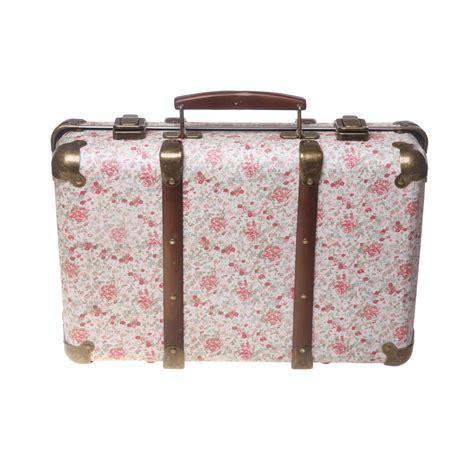chambre bébé retro valise vintage liberty roses rjb pour chambre enfant