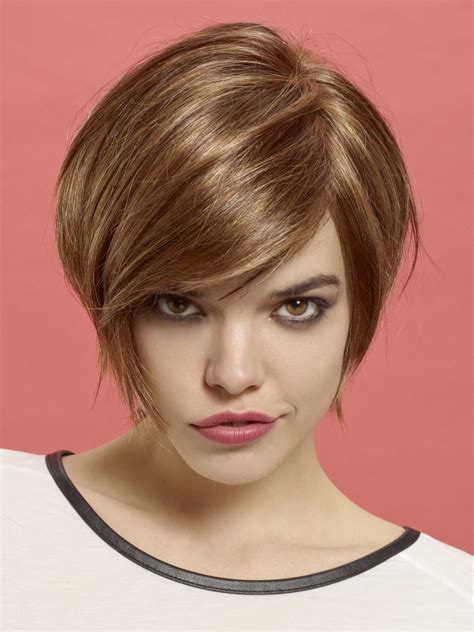 short bob hairstyle  jaw length curves  textured tips