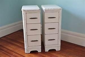 Table De Chevet Etroite : paire troite table de chevet s minable cottage blanc ~ Teatrodelosmanantiales.com Idées de Décoration