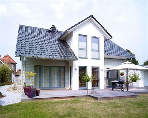 """Haus """"carina 1"""" Individuell Mit Putzholzfassade Garten"""