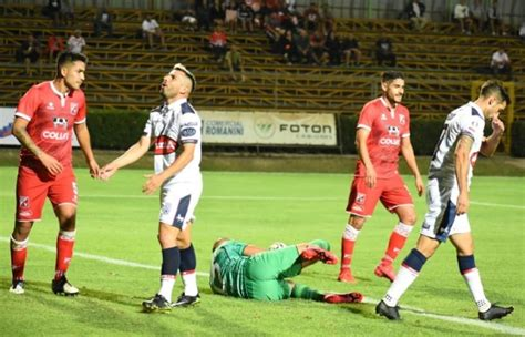 Deportes melipilla is a chilean football club, based on melipilla, a comune in the santiago metropolitan region. Deportes Melipilla derrota a Valdivia y suma su primer festejo en el torneo