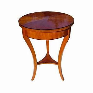Antike Tische Rund : biedermeier tisch rund platte und zarge sind kirsche furniert tischplatte sternf rmig ~ Frokenaadalensverden.com Haus und Dekorationen